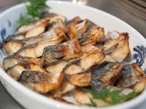 ご朝食には焼き魚