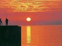 詩人・斉藤茂吉を魅了したと言われる小浜温泉の夕日は、息を呑む美しさ。