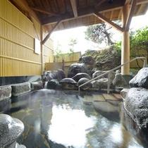 """*露天風呂(男性)/山形を代表する名湯""""天童温泉""""が滾々と湧き出ています。"""