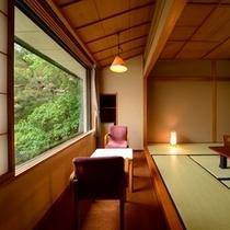 本丸①和室からは日本庭園を一望♪季節と時間の流れをお楽しみください
