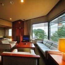 本丸特別室「桂」 和室・リビング・ツインベッドルームを揃えた広々客室