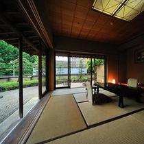 <仙渓園 萩> 12.5畳の和室からは一面に広がる萩専用の御庭が広がります