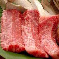 【山形牛の陶板焼き】 お野菜と一緒にお塩でお召し上がりください
