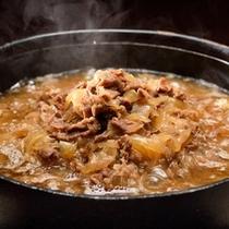 米沢牛牛丼!美味しいつゆの浸み込んだ贅沢な牛丼です