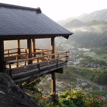 山寺【五大堂】 山寺の象徴となっているこの景色は、石段を登った方だけが味わえる絶景です
