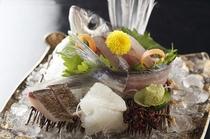 新鮮な地魚のお造り