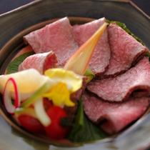 お料理の一例(飛騨牛づくし・ローストビーフ)