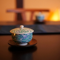 客室イメージ(卓上のお茶)