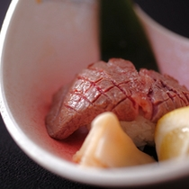 お料理の一例(飛騨牛ヒレ肉炙り握り鮨)