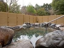 浴場に併設されている庭園露天風呂