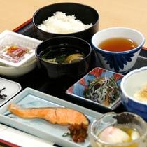 ご朝食は、和朝食をご用意しております