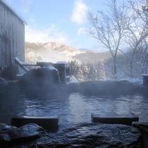 雪どけの家族露天風呂