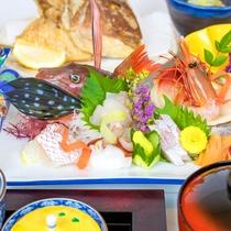 *お食事一例/日本海の幸をふんだんに乗せた旬の刺身盛り