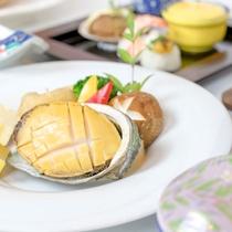 *お食事一例/アワビの陶板焼きは絶品です!