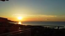 Barラウンジのテラスから見た夕陽 秋
