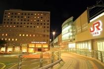 ホテルと駅 夜