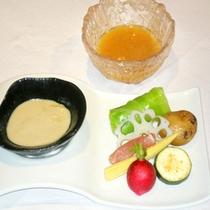 *温野菜をバーニャカウダソースと手作り野菜ドレッシングで召し上がれ♪