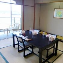 テーブル・イス形式のお部屋でお食事♪