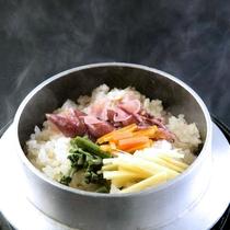 ◆別注料理:ほたるいか釜飯