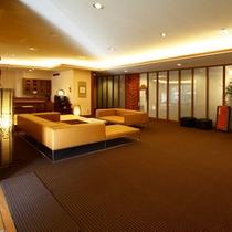 *【館内/ロビー】モダンな雰囲気のオシャレな空間で皆様をお出迎えします。