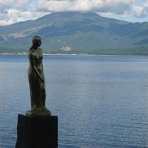 *田沢湖/日本一水深の深い湖。有名なたつこ像へはお車で約25分です。
