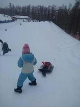 春のスキー場キッズコナーもあり楽しいよ~