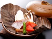真鯛と飛騨サーモンの朴葉みそ焼き