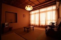 8畳の広さの和室☆シーサーの間