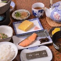 名物出し巻き&湯豆腐付の朝食(一例)