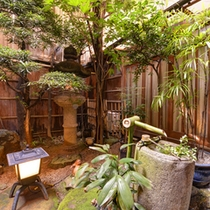 京都町家作りならではの坪庭