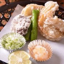 【ご夕食(揚物)】家庭的な味わいのある京料理(一例)