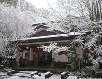 【正面玄関/冬】
