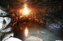 【洞窟風呂(混浴)】