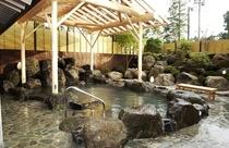 昼の露天風呂(晴れていれば雄大な富士山が見えます)