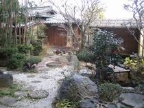 茶室のある庭