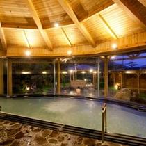 【大浴場(内湯)】宿の名物PH9.93の湯を源泉かけ流しでご堪能下さい
