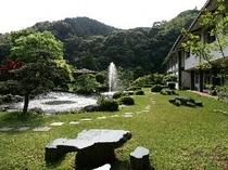 お庭を眺めながら和みのひと時を