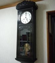 玄関の大きな時計