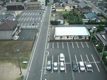 第1駐車場〜第3駐車場までありまして128台駐車可能です。ご宿泊のお客様は無料でございます。