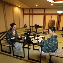 【宴会場「笹ゆり」】朝食会場は「笹ゆり」。収容人数:100名。3分割(30名×3)・18畳(2ヶ所)