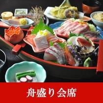 【舟盛り会席】舟盛り(海鮮十種)。富山のおいしさを詰め込んだ会席料理です。