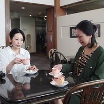【ロビー】朝はこちらで炊き立ての無料モーニングコーヒーサービス。