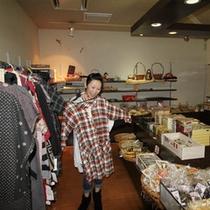 【売店】富山の特産品や、衣類、お菓子など。