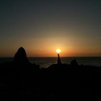 ろうそく島ではなく「ろうそく岩」です。季節限定でこのような景色を見ることができます♪