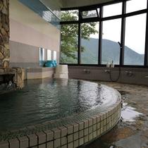 自然の中にいるような大浴場でゆったりと♪