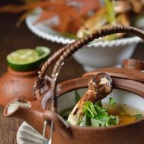 秋のお料理例 松茸の土瓶蒸し