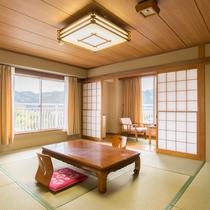 *【部屋(和室10畳)1】ご家族で過ごすには丁度良い大きさのお部屋となっております。