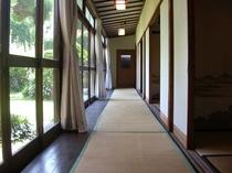 蕎麦処の長い廊下