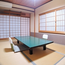 *【和室8畳一例】古い建物のため、扉の開け閉めなどの音が響く場合がございます