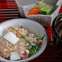 【食事オプション『いかめし』】特製だしでイカとご飯を炊き込みました。/一人様+1,000円で変更可能